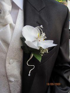 #Cocarda pentru #mire din #orhidee cu #livrare în Chișinău, #Moldova. #butoniera #boutonniere Brooch, Jewelry, Jewlery, Bijoux, Jewerly, Jewelery, Jewels, Accessories