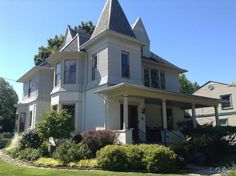 1880 Victorian - Class Victorian Beauty in Blissfield, Michigan