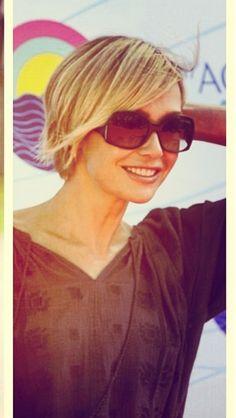 Love Portia's short hair.