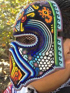 Casco Evil Force huichol por Puwari Diy Xmas Gifts, Darth Vader, Storm Troopers, Native American Beading, Arte Popular, Mexican Folk Art, Chicano, Hama Beads, Bead Art