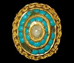Circa 16th century AD. A gold mount or ring bezel with intricate chain border, surmounted by two rows of inset turquoise stones, a pearl set centrally with a gold collar, European .
