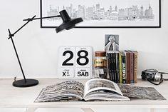 Arigato bordslampa från GrupaProducts. . #workspace #arbetsrum #interiordesign
