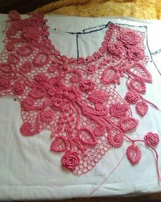 #pinterest 🎀🎀🎀 Irish Crochet Tutorial, Crochet Flower Tutorial, Crochet Motif Patterns, Crochet Stitches, Freeform Crochet, Crochet Lace, Crochet Shirt, Irish Lace, Lace Making