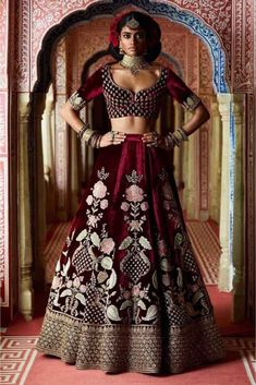 Find top trending and unique Sabyasachi Lehenga Designs for your dream bridal look. Best bridal lehenga designs by Sabyasachi for 2020 weddings. Lehenga Choli Designs, Ghagra Choli, Sabyasachi Lehenga Bridal, Lehenga Wedding, Indian Bridal Lehenga, Anarkali, Net Lehenga, Banarasi Lehenga, Lehenga Style