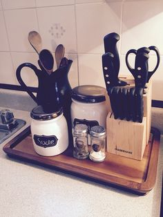 Vintage Bath Caddy, Nespresso, Coffee Maker, Kitchen Appliances, Homemade, Vintage, Coffee Maker Machine, Diy Kitchen Appliances, Coffeemaker