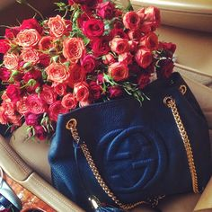 Small pretty roses in Gucci bag - best surprise