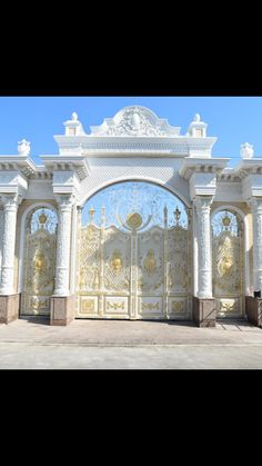 Home Gate Design, Front Gate Design, Main Gate Design, Entrance Design, Dream Home Design, Home Design Plans, Wall Design, Modern Exterior House Designs, Classic House Exterior