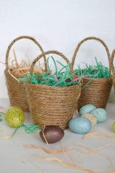 These Mini Easter Baskets are so easy to make and only take three supplies! [media_id:3315593] You need plastic cups (you can see which cups I like to use in my…