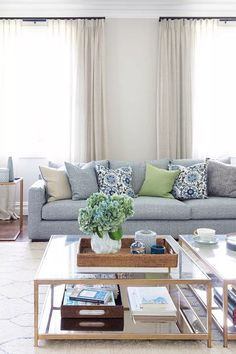 10 lessons to learn from this stunning Hamptons transformation - Outdoor Rooms Hamptons Living Room, Navy Living Rooms, Living Room Modern, Coastal Living, Living Area, Hamptons Style Homes, Hamptons House, The Hamptons, Dream Decor