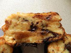 300 gr de brioche ou pain rassis 60 cl de lait 3 oeufs 3 cuillères à soupe de sucre 2 cuillères à soupe bombées de farine 1 sachet de sucre vanillé 25 gr de beurre 150 gr de chocolat