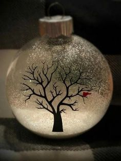 38 Easy and Fun Christmas Decor Ideas for Apartments – Clear Ball Ornaments 7 – Unique Christmas Decorations DIY Vinyl Ornaments, Clear Ornaments, Painted Christmas Ornaments, Glitter Ornaments, Hand Painted Ornaments, Homemade Christmas, Christmas Fun, Christmas Bulbs, Christmas Express