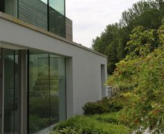 Short-listed for the RIBA House of the Year Awards this unique contemporary house sits on a ridge facing the South Downs. In a spectacular setting such as this it is. Sussex Gardens, Modern Garden Design, House Sitting, Surrey, Modern Contemporary, Awards, Exterior, Architecture, Vr