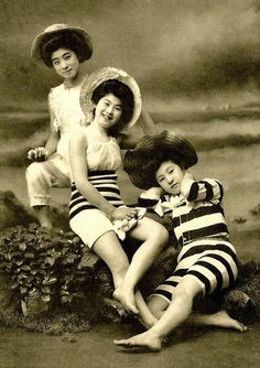 vintage everyday: Colour Photos of Swimsuit Girls of Old Japan