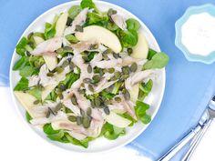 Nina deelde laatst een supersnelle salade met sperziebonen. Vandaag delen we nog zo'n snelle salade, alleen dit keer met makreel. Een gezonde salade bomvol goede voedingsstoffen die je dus binnen no t
