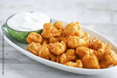 Crispy Baked Buffalo Cauliflower - can sub almond flour for cassava {Vegetarian, Gluten Free, Dairy Free, Low Carb, Real Food} Vegetarian Recipes, Chicken Recipes, Healthy Recipes, Pioneer Woman Orange Chicken Recipe, Meal Recipes, Copycat Recipes, Yummy Recipes, Baked Buffalo Cauliflower, Healthy Snack Foods