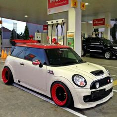 Mini Coopers And All That They're About Mini Cooper 2017, Black Mini Cooper, Mini Cooper Custom, Mini Cooper Clubman, Mini Countryman, Mini Cooper Tuning, John Cooper Works, Drag Racing, Dirt Track Racing