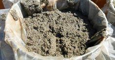Клубника  - культура очень отзывчивая на подкормки . Поэтому, чтобы она росла крепкой, здоровой и дала неплохой урожай, каждую весну я об...
