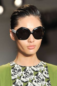 The Top Hair and Makeup Trends from New York Fashion Week - Spring 2015 Beauty Trends - Elle Makeup Trends, Beauty Trends, Cat Eye Sunglasses, Sunglasses Women, Skin Makeup, Short Hair Styles, Top Beauty, York, Pretty