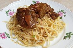 Veal with lemon garlic pasta Lemon Garlic Pasta, Good Food, Yummy Food, Greek Recipes, Tasty Dishes, Recipies, Oven, Spaghetti, Food And Drink