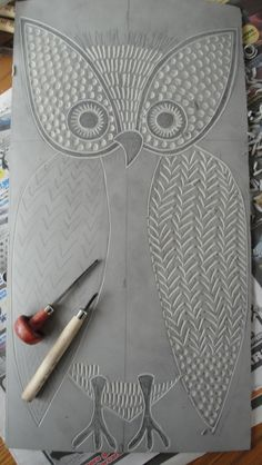 Print Owl Lino-cut - Maybe a lesson choosing an animal, breaking it into simple shapes and adding pattern for texture. Lino Art, Linoleum Block Printing, Linoprint, Wow Art, Middle School Art, Tampons, Linocut Prints, Art Plastique, Elementary Art