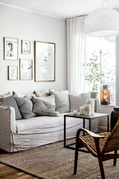 Gray is a warm and calm color for the sofa. Plus dust and stains will be a lesser problem. - Av Mari Strenghielm Foto Lina Östling