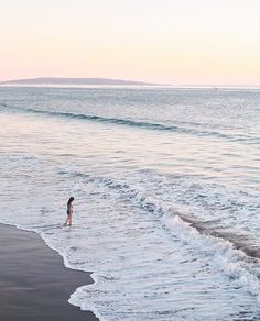 Either you decude to stay in the shallow end if the pool or you go out into the ocean.  Dame Traveler @carmelisse  California #dametraveler by dametraveler