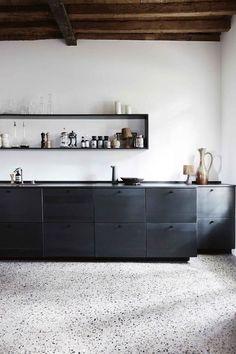 terrazzo au sol dans la cuisine mixant modernité et rustique
