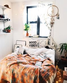 "3,673 curtidas, 29 comentários - Viktoria Dahlberg (@viktoria.dahlberg) no Instagram: ""My best interior tips ✨ Keep your base simple and exchange your blankets more often and don't be…"""