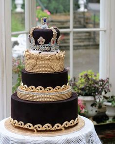 Another view of our Majestic cake for the Queen. Amazing Wedding Cakes, Amazing Cakes, Lighthouse Cake, Golden Birthday Cakes, Surf Cake, Seashell Cake, Queen Birthday, 40th Birthday, Pool Cake