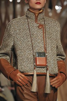 2011 Ready-to-Wear Fashion ShowHermès Fall 2011 Ready-to-Wear Fashion Show .uk: Waxed Cotton Jacket with Shearling Sleeves Shiatzy Chen at Paris Fashion Week Fall 2015 - Details Runway Photos Hermes Autumn/Winter 2018 Ready To Wear Fashion Mode, Runway Fashion, Fashion Show, Fashion Outfits, Fashion Trends, Paris Fashion, Style Fashion, Fashion Wear, Hijab Fashion