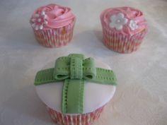 Cupcakes de comunión en verde y rosa
