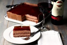 tort de ciocolata cu vin rosu reteta cu poze tort de ciocolata laura laurentiu Chocolate Glaze Recipes, No Cook Desserts, Something Sweet, Tiramisu, Biscuits, Cheesecake, Vegan, Cooking, Ethnic Recipes