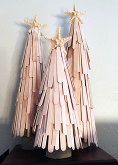 DIY Christmas decorations are fun projects to do with your family and friends. At the same time, DIY Christmas decorations … Wooden Christmas Decorations, Christmas Crafts For Kids, Diy Christmas Ornaments, Christmas Design, Craft Stick Crafts, Diy Christmas Gifts, Simple Christmas, Spring Crafts, Holiday Crafts