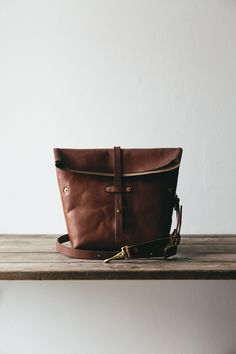 Oak Bark tanned leather Roam camera bag that will age beautifully, and become full of character on your travels. Equally useful as an everyday cross body bag, this camera bag will fit the basic essentials you need when out capturing the city or the wilderness. This leather comes from the last remaining Oak Bark tannery in the UK who choose the best local hides and treat them in a sustainable process using natural products.