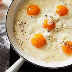Brunch Recipes, Breakfast Recipes, Fried Eggs Breakfast, Breakfast Ideas With Eggs, Egg Recipes For Dinner, Mexican Breakfast, Breakfast Sandwiches, Breakfast Pizza, Savory Breakfast