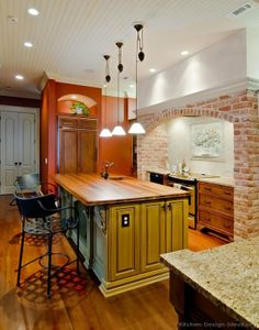 #Kitchen of the Day: Traditional two-tone kitchens.