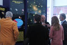 La exposición explora el universo, haciendo referencia en especial a la gravedad. Times Square, Travel, Black Holes, Scouts, Universe, Viajes, Destinations, Traveling, Trips