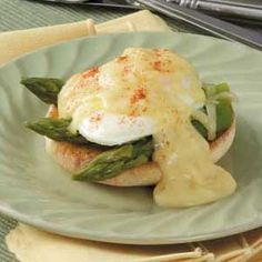 Asparagus Eggs Benedict: Going to make this this weekend!
