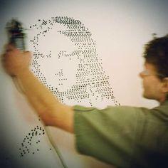 Le SprayPrinter est un étonnant gadget connecté conçu pour transformer les bombes de peinture en imprimante murale ! Il suffira de choisir sa créationsur