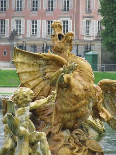 le château de Versailles fountain, France. 25 Fab Fountains in Europe: http://www.europealacarte.co.uk/blog/2013/06/24/fountains-in-europe/