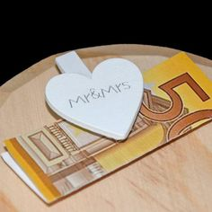 Money gift for wedding-heart honeymoon - PintoPin Mr Mrs, Artificial Stone, You Are Invited, Just Giving, Newlyweds, Heart Shapes, Wedding Gifts, Envelope, Invitations