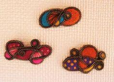 broche de cremallera y lana cardada, pineado por www.estrellasdeweb.blogspot.com