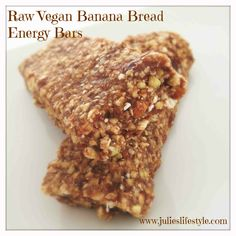 Raw Vegan Banana Bread Energy Bars make The Perfect Sweet Breakfast or Workout Snack. To Boost your Energy & Weight Loss! Raw Vegan Desserts, Healthy Deserts, Raw Vegan Recipes, Vegan Treats, Vegan Snacks, Healthy Treats, Healthy Foods, Raw Vegan Breakfast, Sweet Breakfast