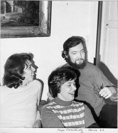 Jairo, Maria Elena Walsh y Julio Cortazar en el cumpleaños de Mariana Elena en casa de Pepe Fernández. París,1974. Fotografía de Pepe Fernández