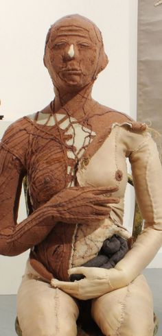 Soft tissue anatomy sculpture by Andrew Delaney Feminine figure. Soft tissue anatomy sculpture by Andrew Delaney Sculpture Textile, Textile Fiber Art, Textile Artists, Human Sculpture, Soft Sculpture, Textiles, Anatomy Sculpture, Exquisite Corpse, Contemporary Sculpture