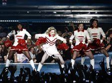 Los fans de Madonna podrán ver su concierto de París a través de Youtube        http://www.europapress.es/cultura/musica-00129/noticia-fans-madonna-podran-ver-concierto-paris-traves-youtube-20120726134645.html
