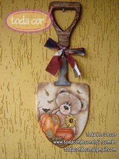 Pá decorativa com motivo de urso. Linda peça para decorar sua casa. Pintada ao estilo country R$140,00