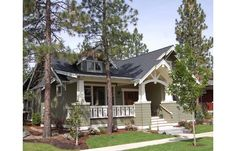 love bungalow style and their porches Bungalow Homes, Bungalow House Plans, Craftsman Style House Plans, Small House Plans, Cottage Homes, House Floor Plans, Cottage Style, Craftsman Homes, Craftsman Kitchen