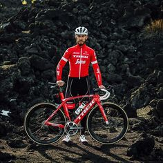 Giacomo Nizzolo trying out the new 2018 Santini x Trek Segafredo cool  weather jersey Pro Cycling f7a46ff86