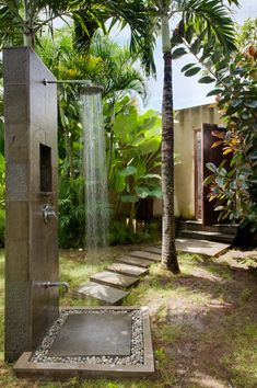 DIY / Outdoor Shower Design and build your own outdoor shower by Indeed Decor, curators of unique decor. Outdoor Baths, Outdoor Bathrooms, Outdoor Spaces, Outdoor Living, Outdoor Decor, Outdoor Ideas, Outdoor Shower Inspiration, Outside Showers, Outdoor Showers